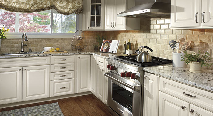Cute Room Decor Ideas, Colonial White Granite White Cabinets Backsplash Ideas