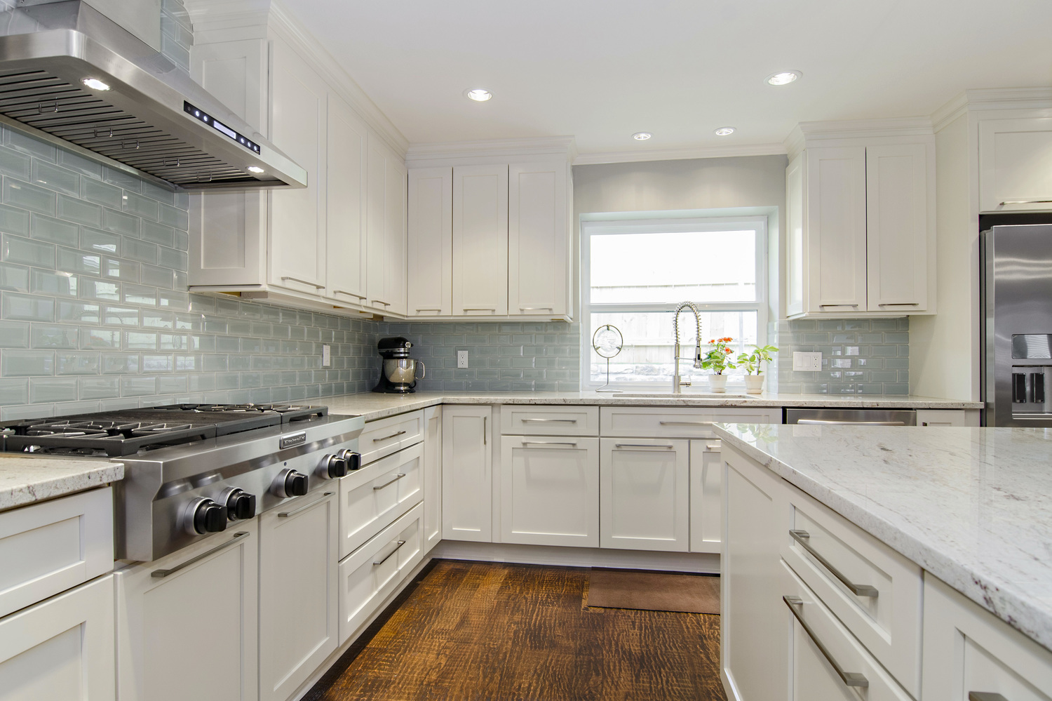 & River White Granite White Cabinets Backsplash Ideas