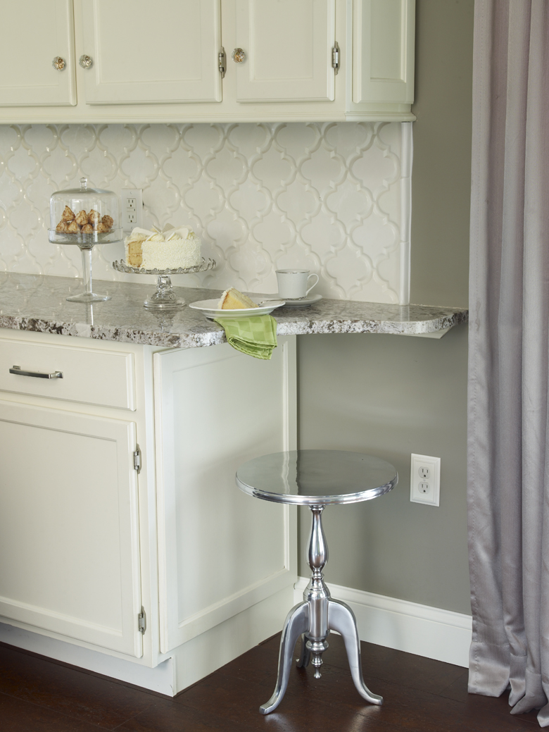 Bianco Antico with white Cabinets and Beveled Arabesque tiles